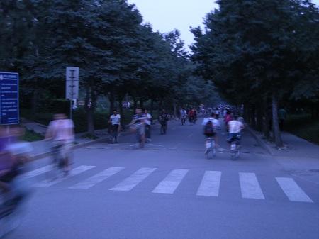 Syklister i skumringen