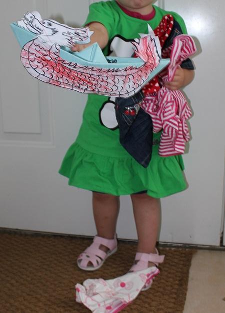 Frøken med Hello Kitty og drakebåt