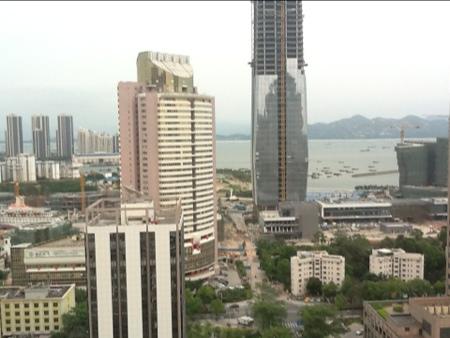Utsikt over Shenzhen med broen mot Hong Kong